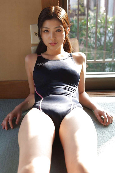 japan girl in tight swimsuit pics